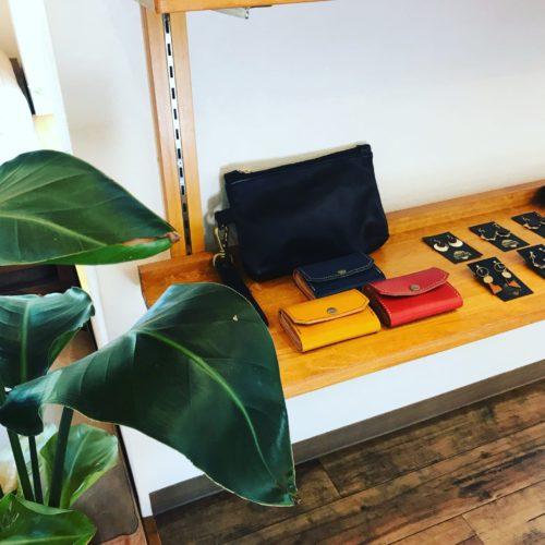 CHOUETTE D'ORさんの革製品展示販売しております。